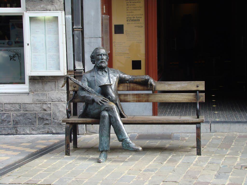 Памятники джазовым музыкантам Адольф Сакс JazzPeople