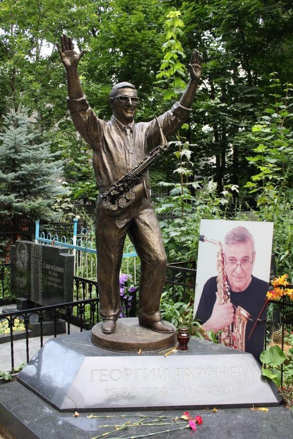 Памятники джазовым музыкантам Георгий Гаранян JazzPeople