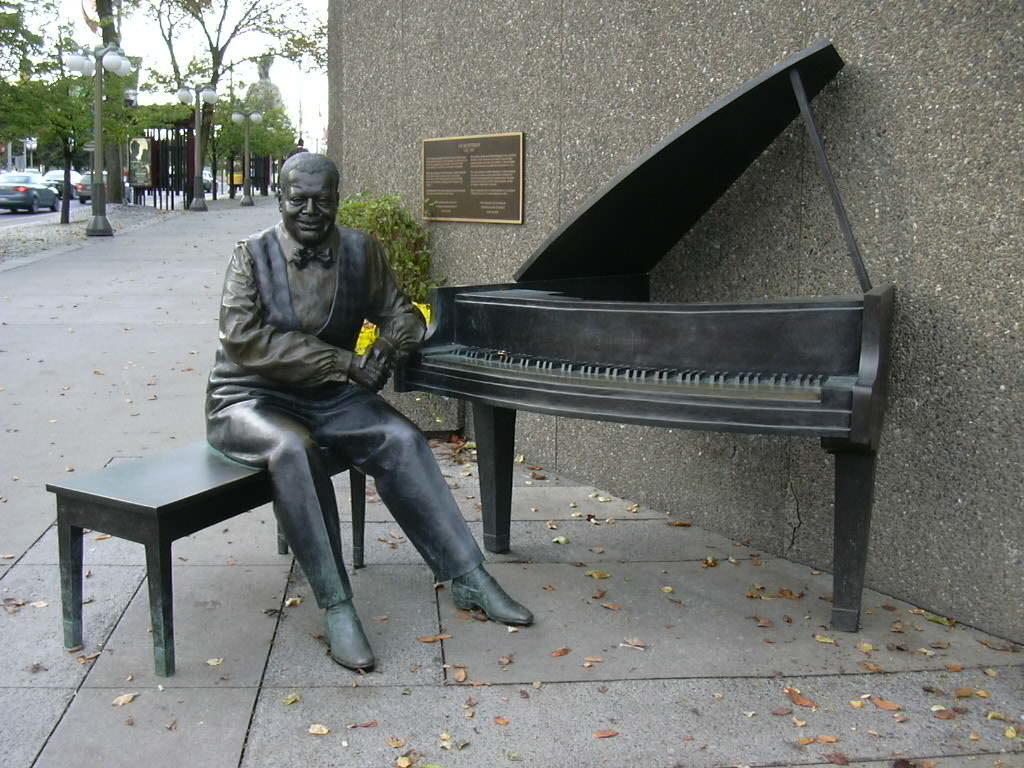Памятники джазовым музыкантам Оскар Питерсон JazzPeople