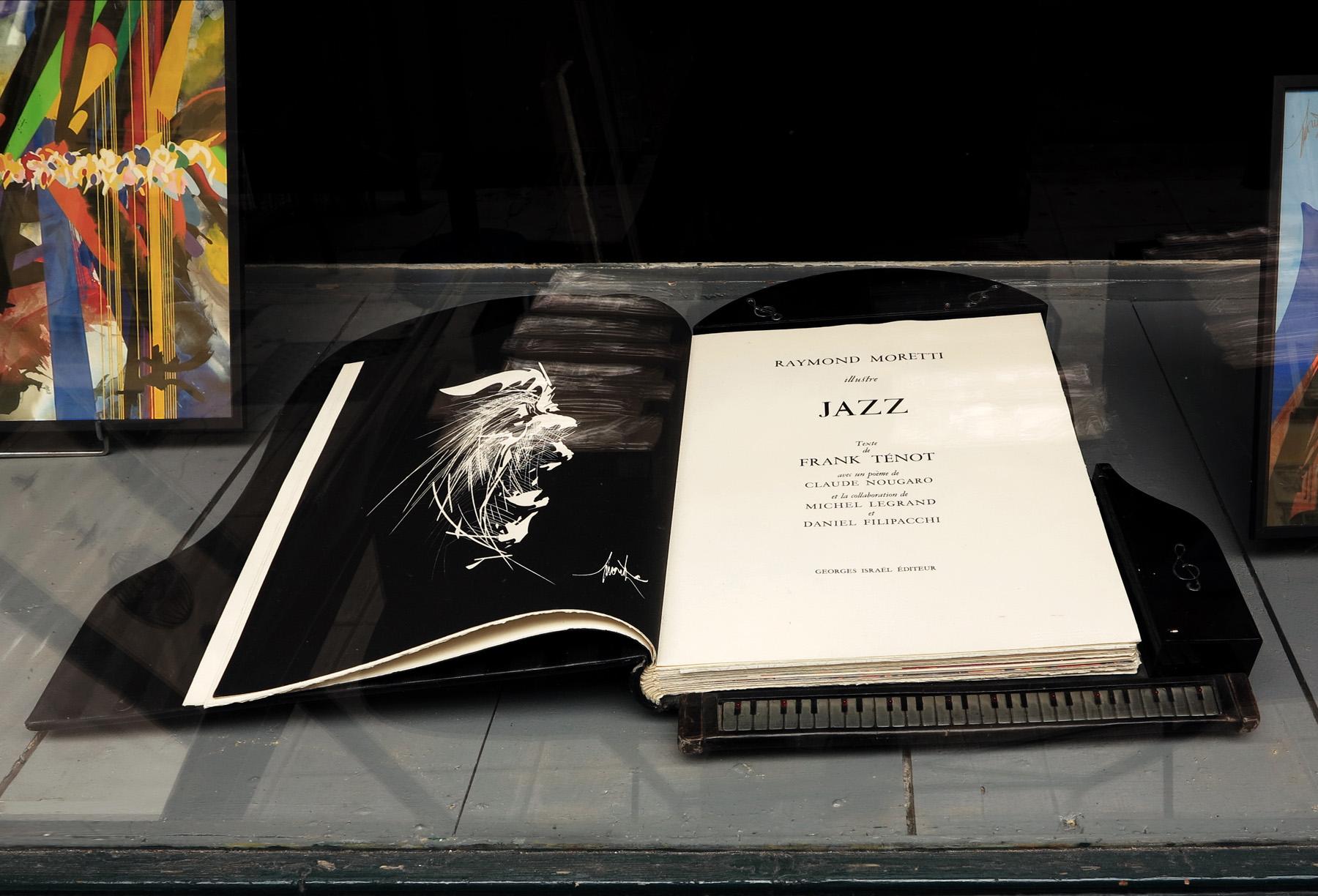 Фолиант с джазовыми литографиями имеет форму рояля