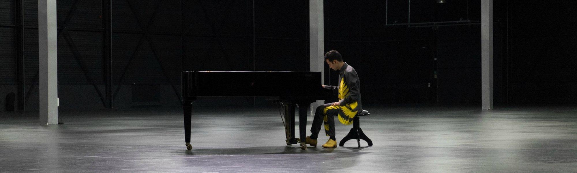 Тигран Амасян с концертами в Москве и Санкт-Петербурге