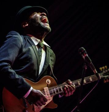 Гитарист Tom Attah на Фестивале британского блюз-рока